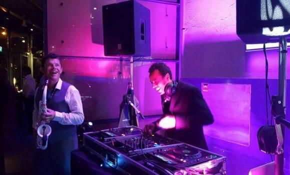 DJ + saxofonist feest