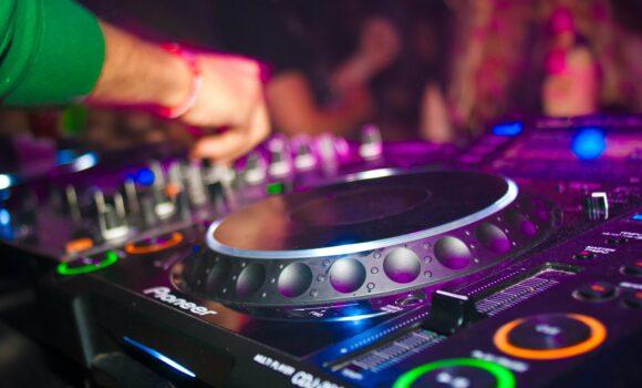 DJ Groove Along