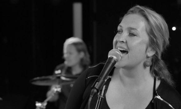 Achtergrondmuziek, easy listening en jazz voor uw borrel - Carrousel DUO