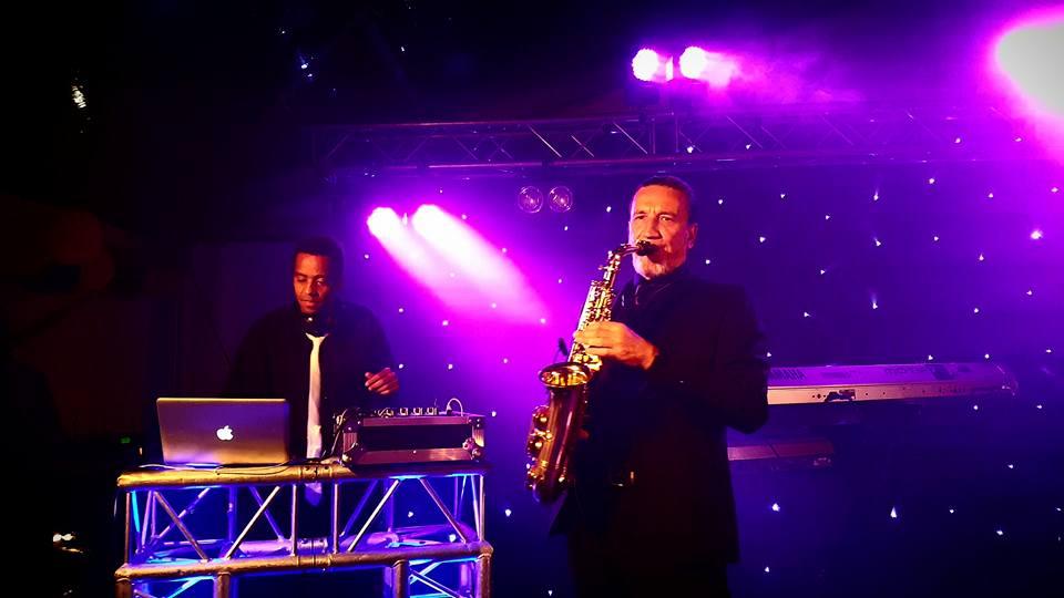 DJ + saxofonist boeken